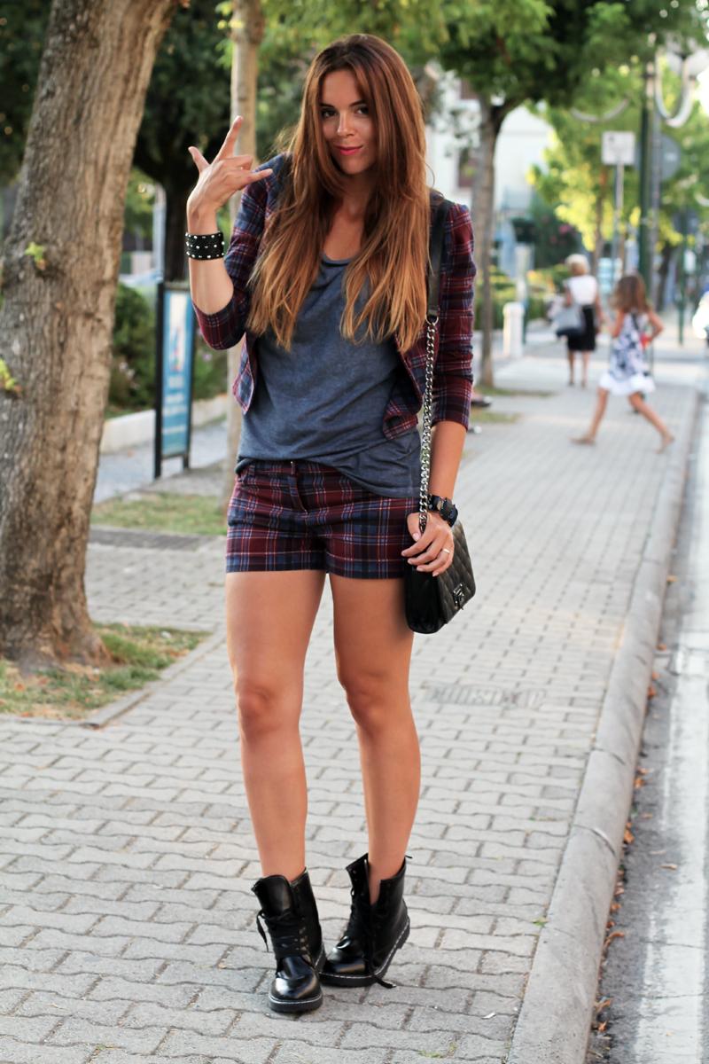 moda autunno inverno 2013 | outfit | look | tartain | scozzese | anfibi |  dr martens |  borsa nera con tracolla |  ombre hair | shatush