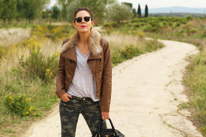 giacca di pelle marrone con eco pelliccia