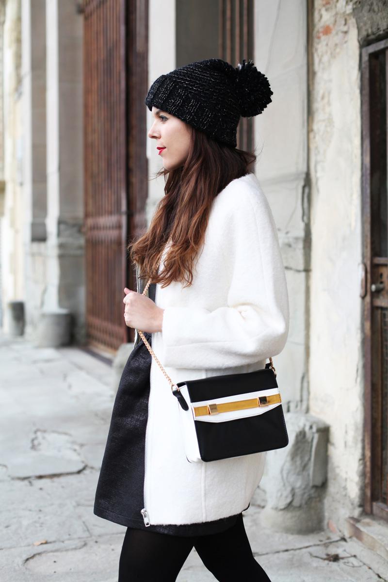 cappello di lana con pon pon