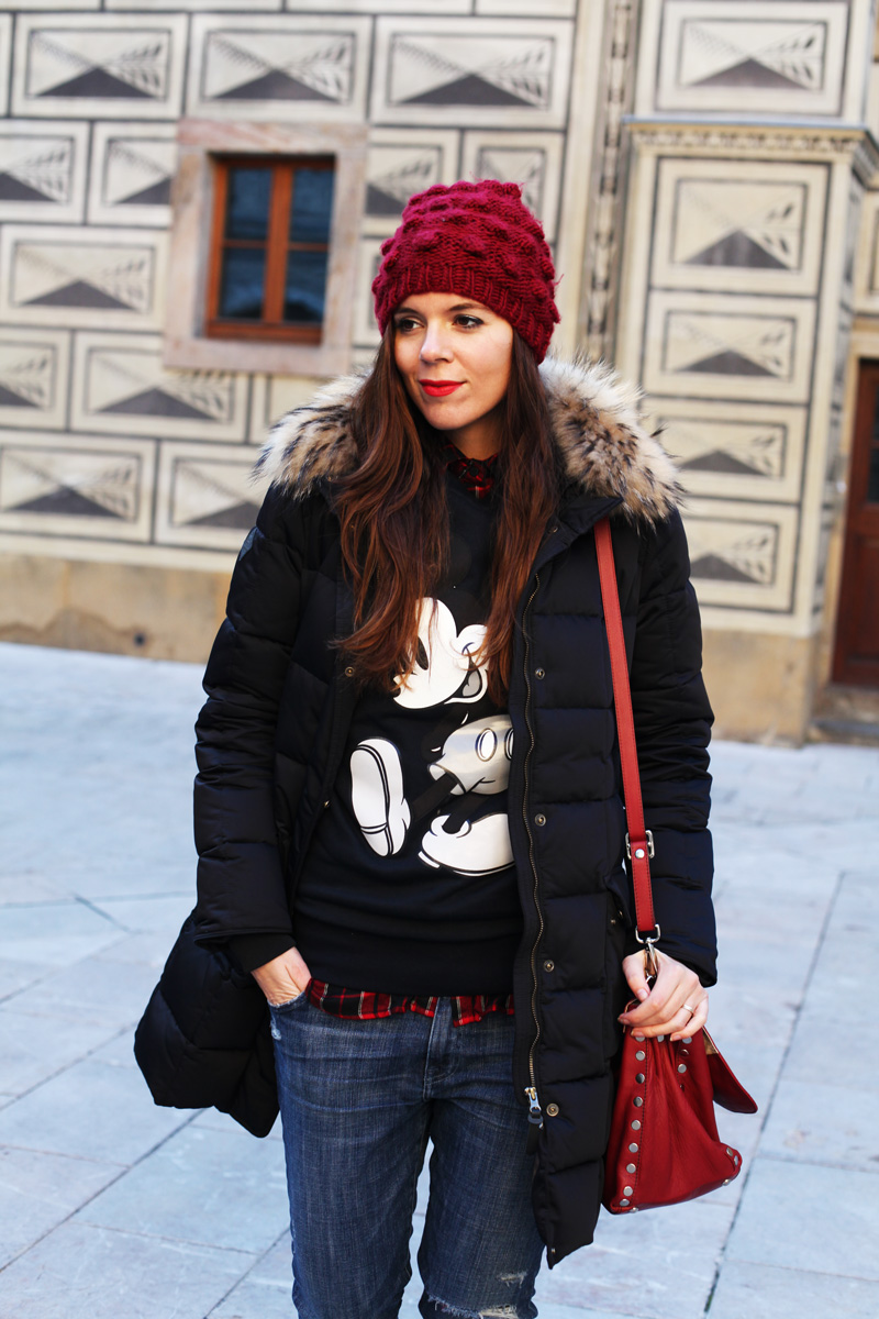 cappellino di lana rosso