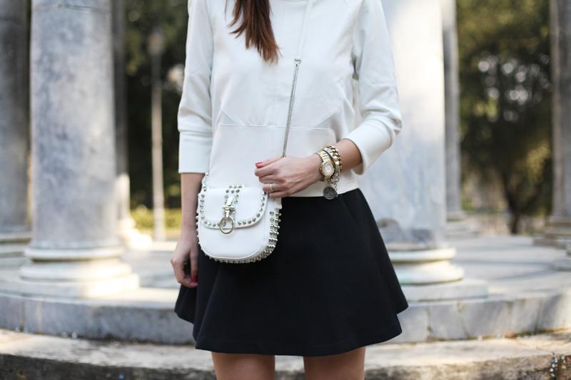 borsa bianca borchie motivi (1)