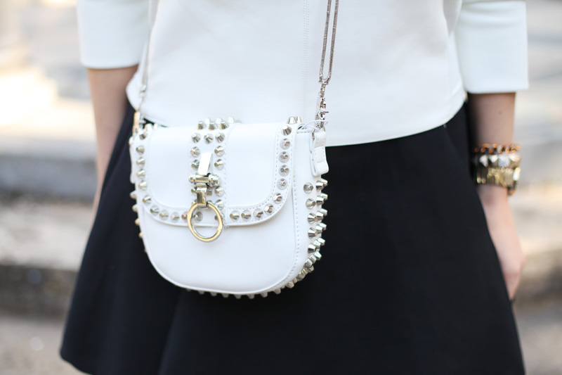 borsa bianca borchie motivi (2)