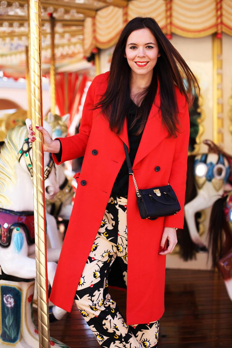cappotto lungo rosso pantaloni cartoon