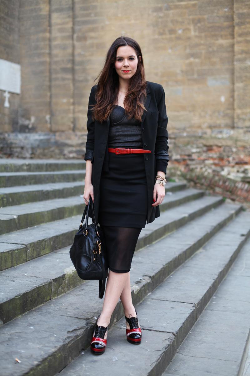 gonna longuette nera e trasparente look elegante (2)