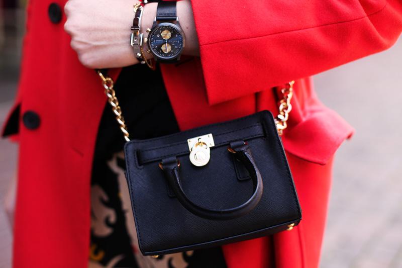 mini bag micheal kors nere cappotto rosso
