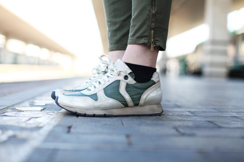 scarpe voile blanche sneakers color militare (3)