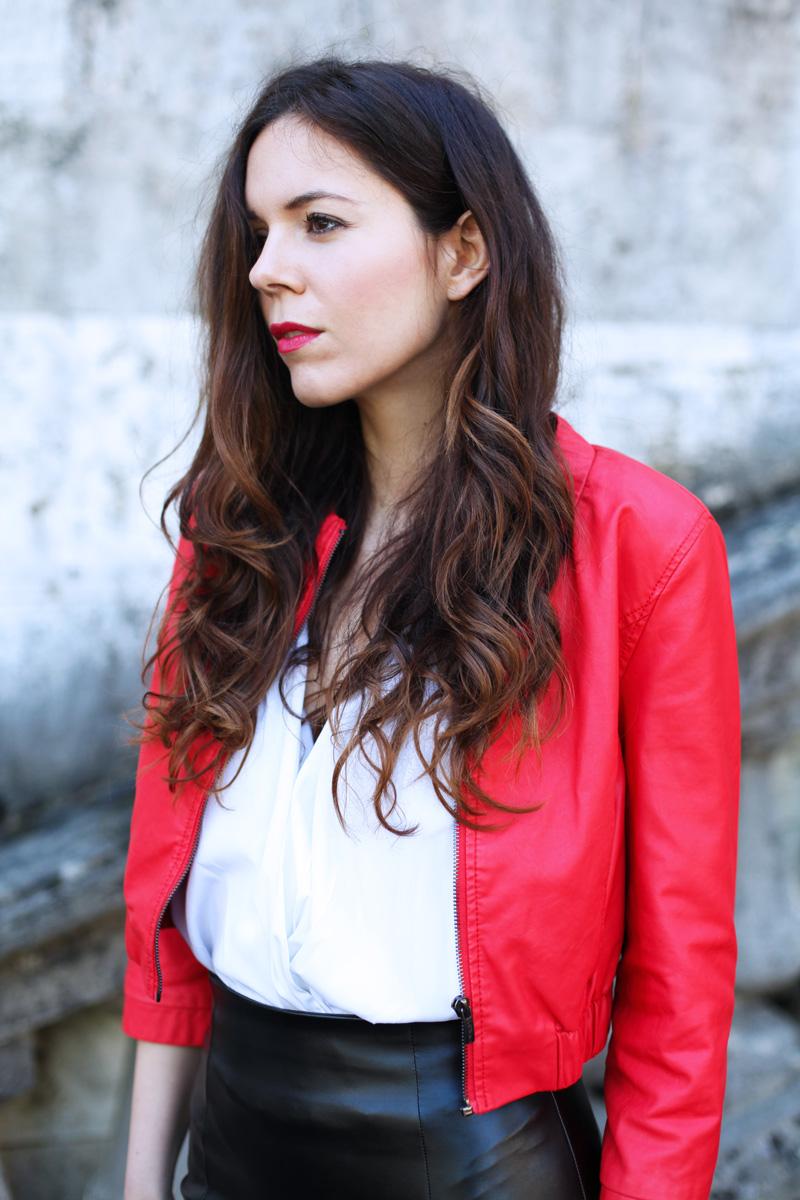giacca di pelle rossa
