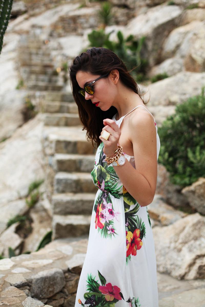 abito lungo bianco con fiori occhiali spektre look casual (3)