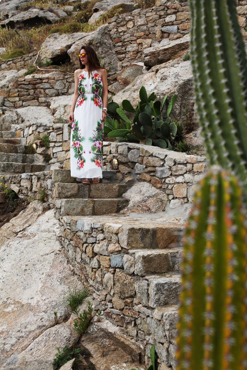 vestito lungo bianco con fiori
