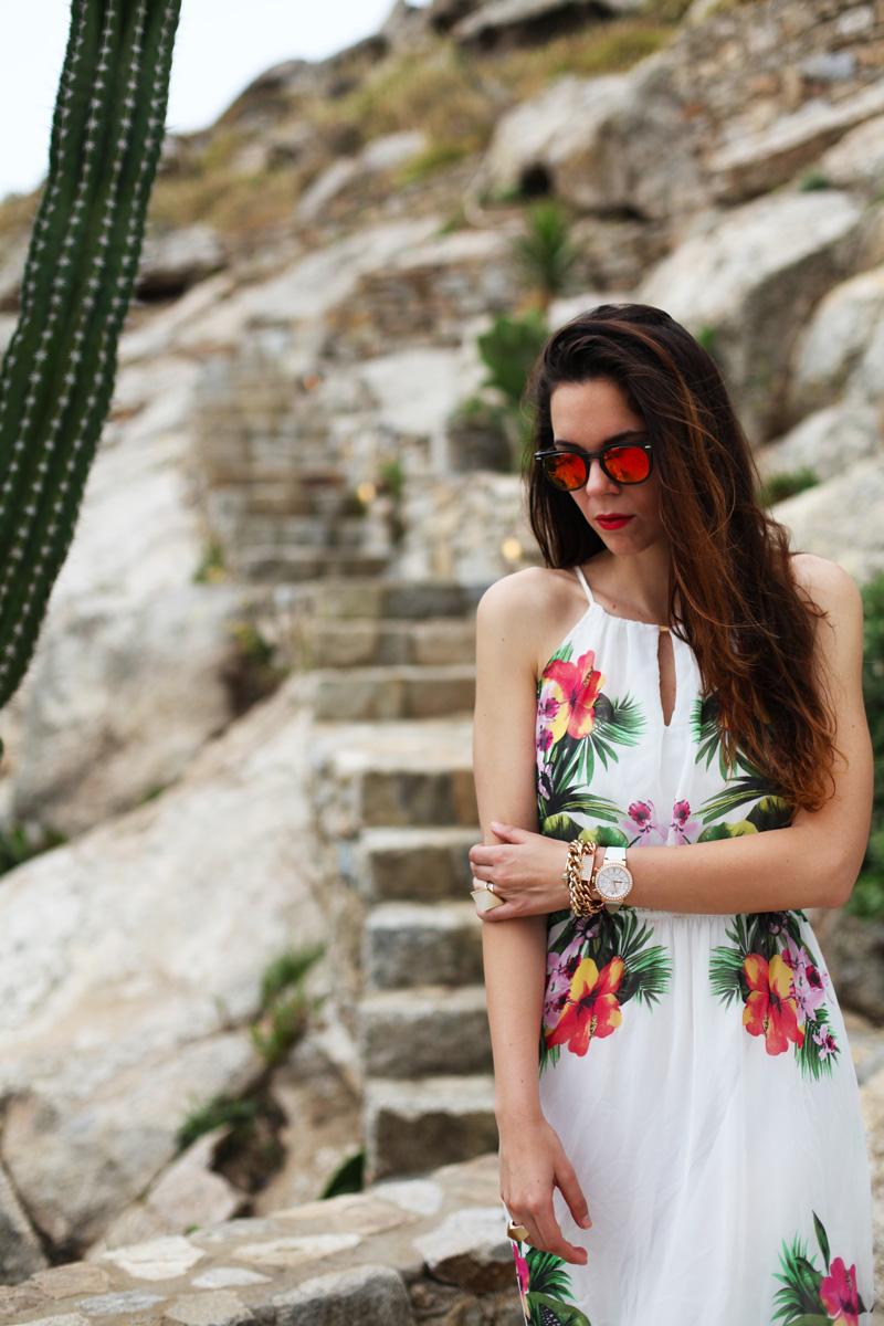 vestito lungo bianco con fiori occhiali spektre look casual (2)