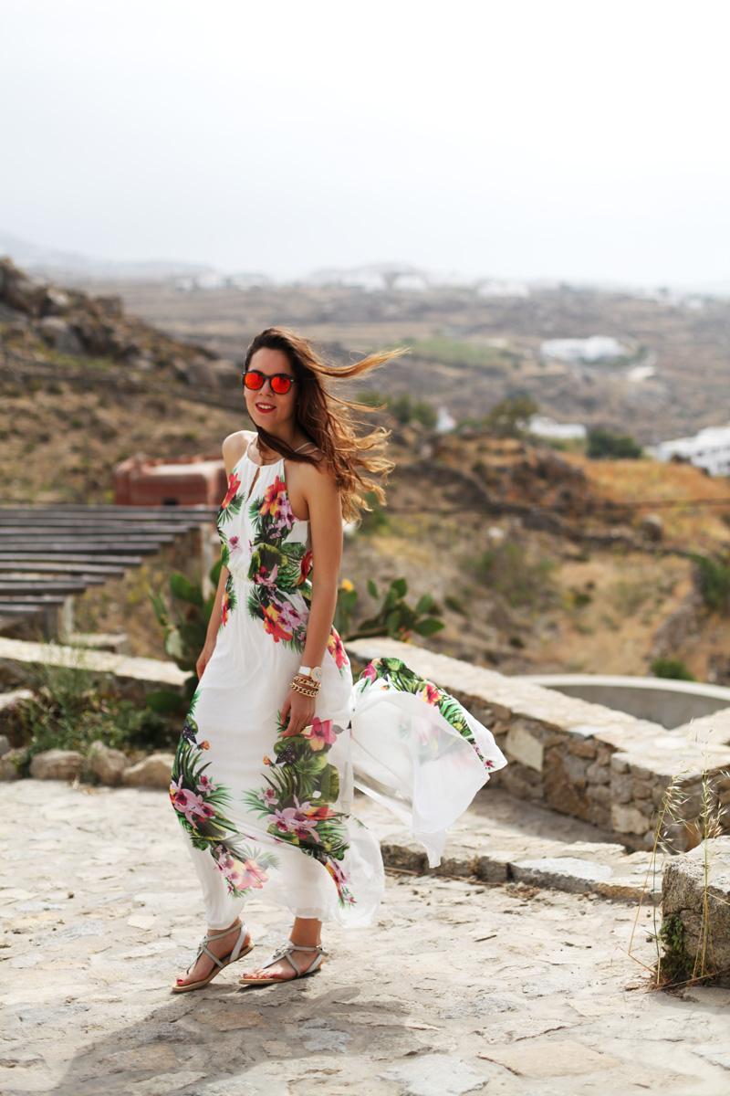 vestito lungo bianco con fiori occhiali spektre look casual (5)