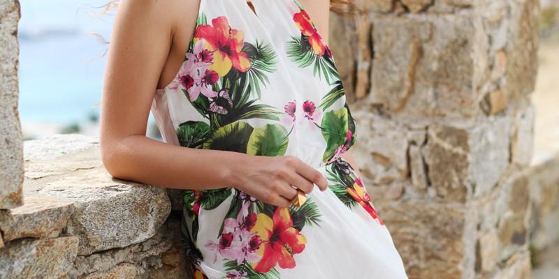 vestito-lungo-bianco-con-fiori-occhiali-spektre-look-casual-6