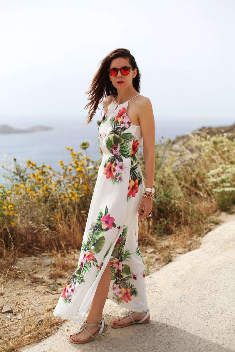 vestito lungo bianco con fiori occhiali spektre look casual (7)