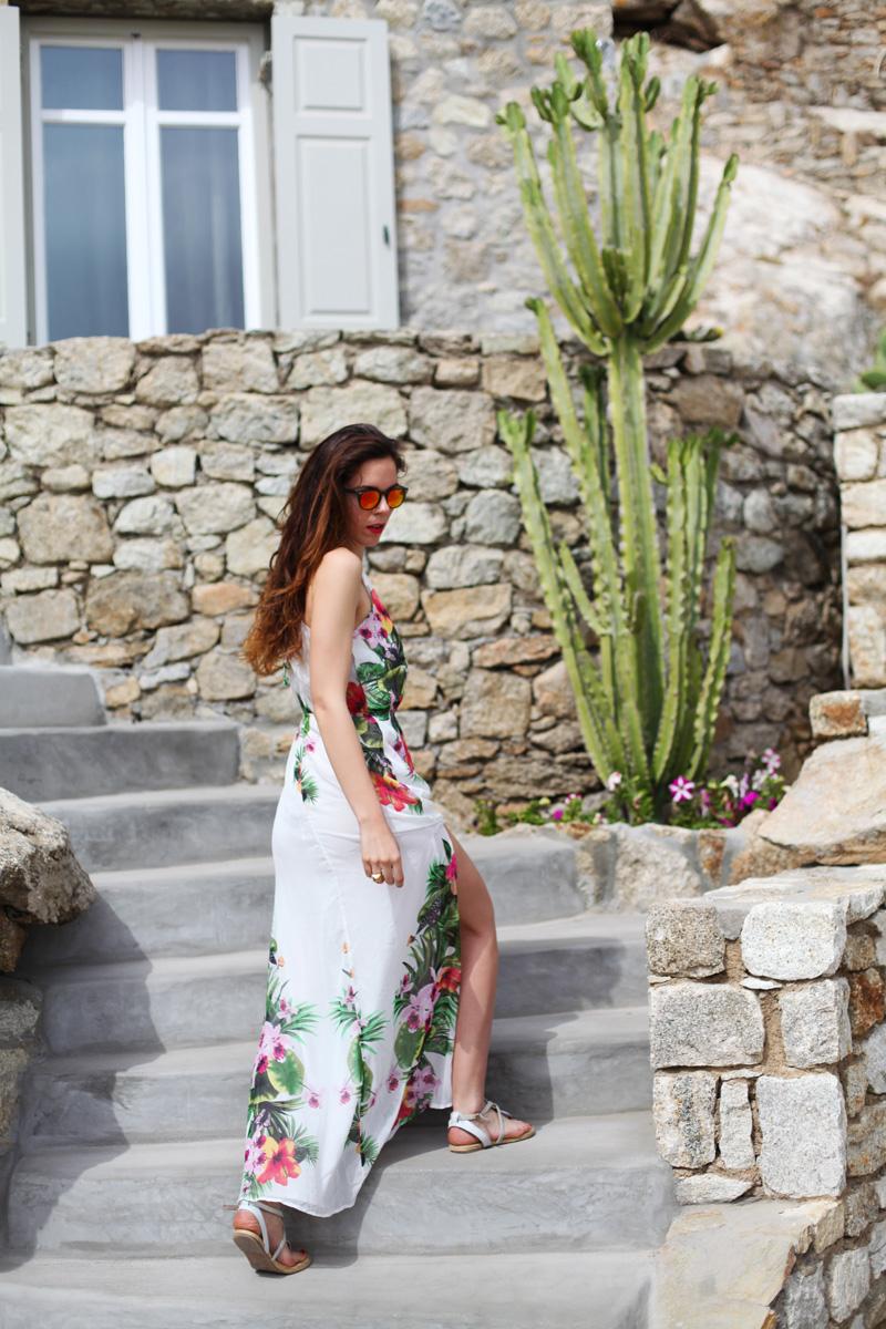 vestito lungo bianco con fiori occhiali spektre look casual (8)