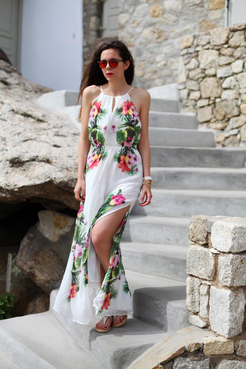 vestito lungo bianco con fiori occhiali spektre look casual (9)