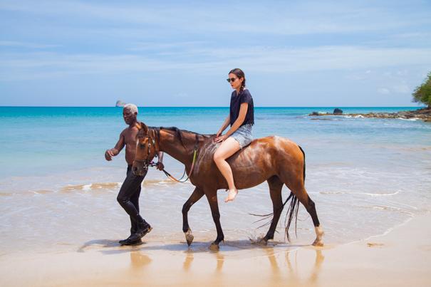 gita a cavallo sul mare