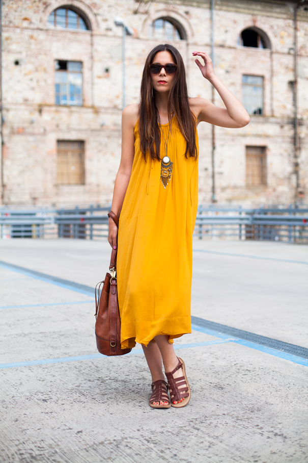 abito lungo giallo