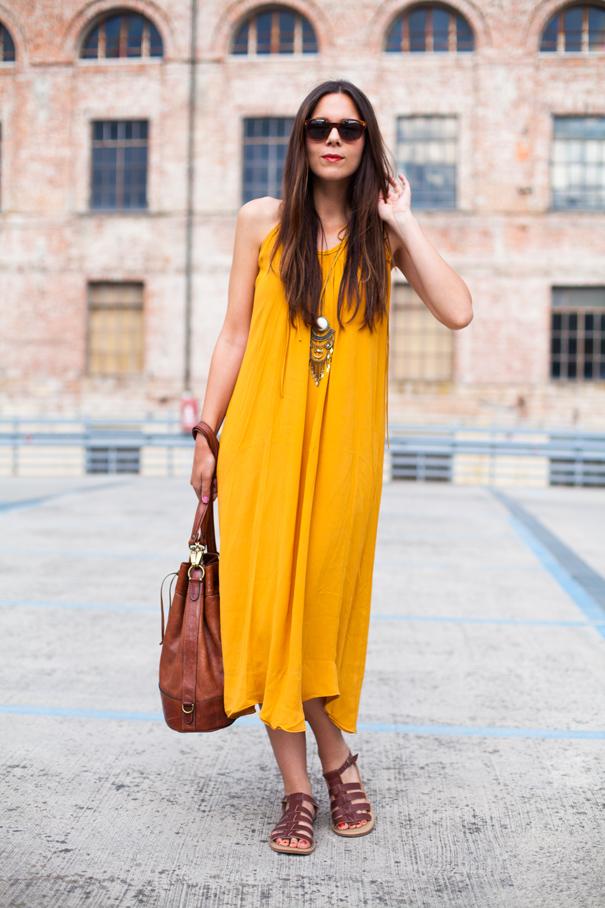 vestito giallo lungo outfit