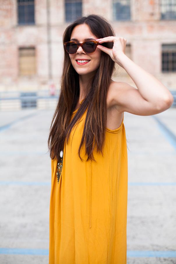 look vestito giallo