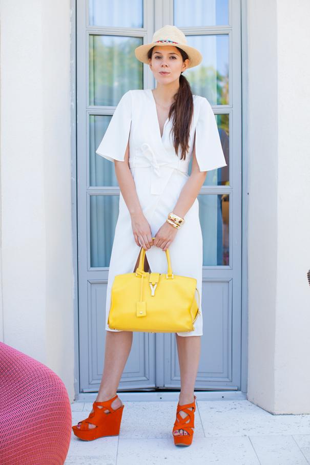 look con abito lungo bianco