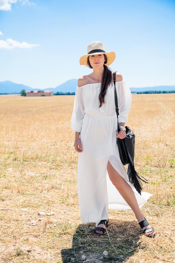 outfit vestito bianco borsa frange