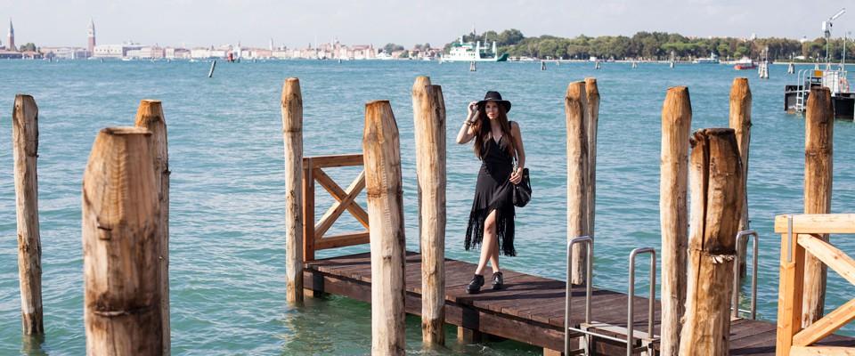 vestito-nero-con-frange
