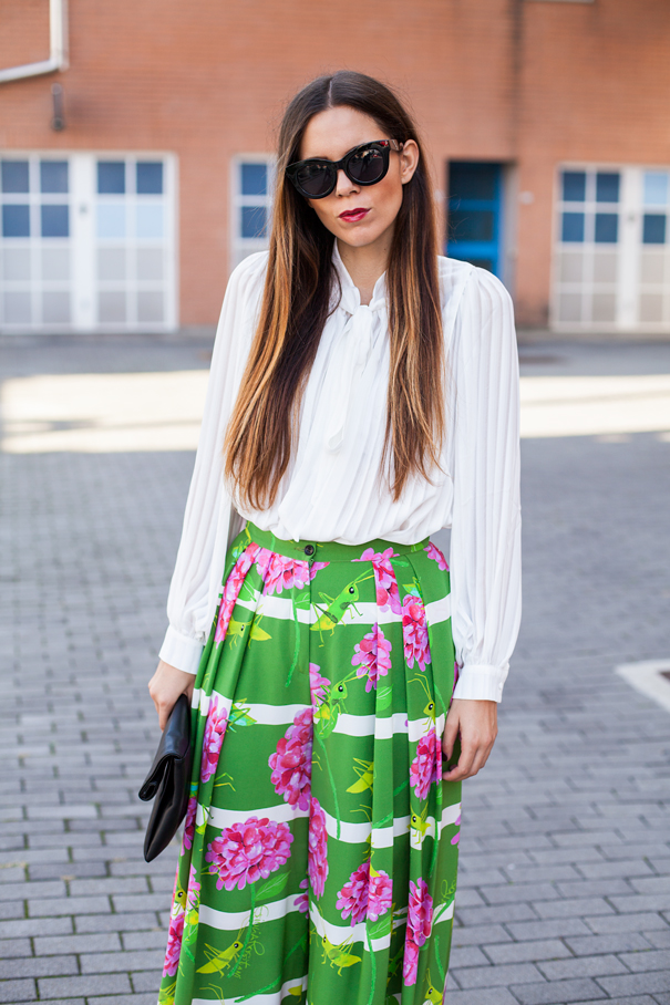 look colorful skirt