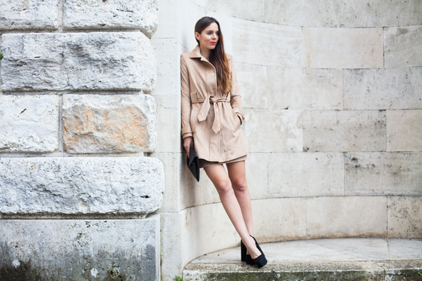 outfit con giacca in camoscio