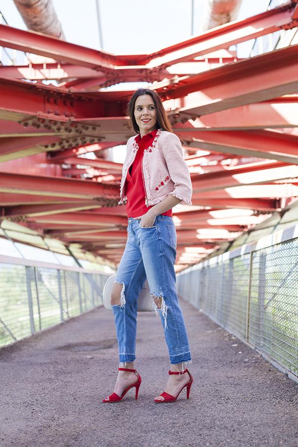 jeans strappati sulle ginocchia | outfit con jeans strappati | look casual