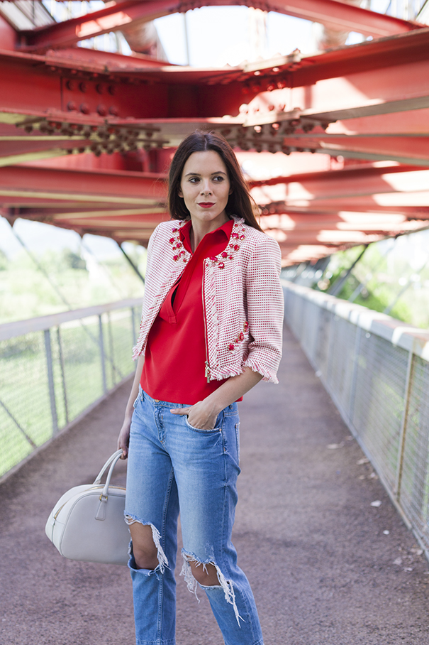 outfit giacca rossa e bianca