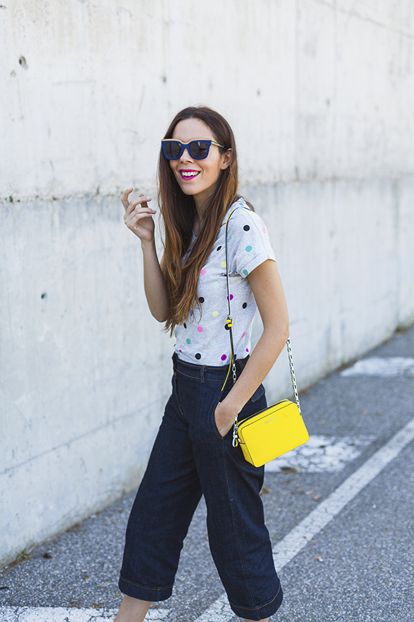 maglietta a pois | culotte di jeans