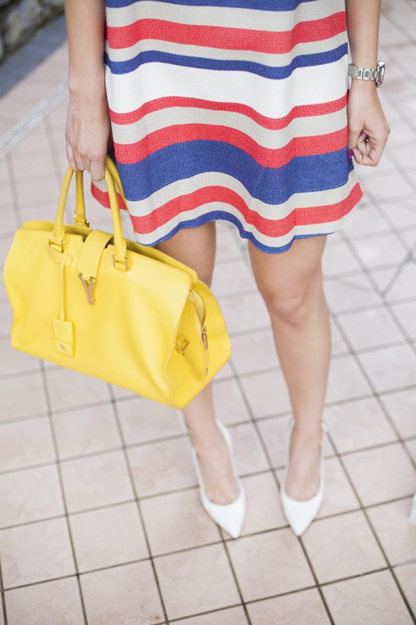 outfit vestito a righe colorate