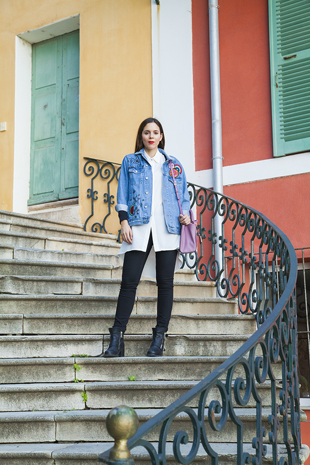 giacca in denim personalizzata | giacca di jeans personalizzata | borsa fucsia | look per il giorno