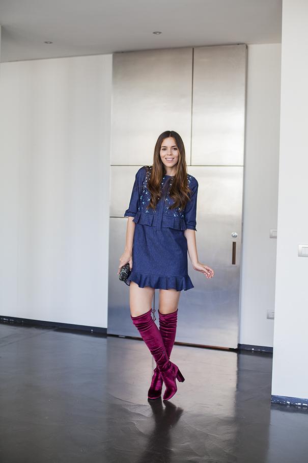 stivali in velluto | pochette argento | vestito di jeans