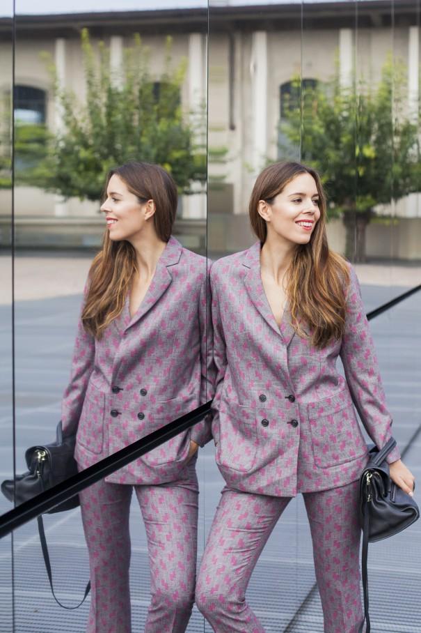 tailleur per ragazze | come indossare il tailleur | tailleur stampato | giacca e pantalone per ragazze