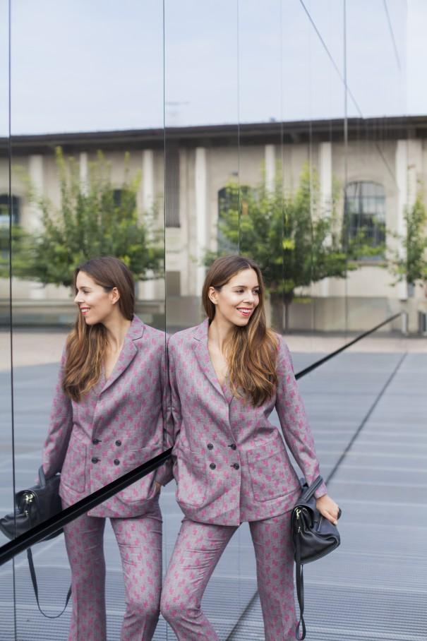 tailleur per ragazze   come indossare il tailleur   tailleur stampato   giacca e pantalone per ragazze