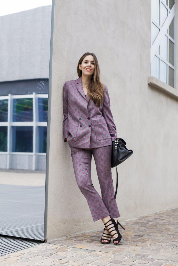 tailleur per ragazze | come indossare il tailleur | tailleur stampato