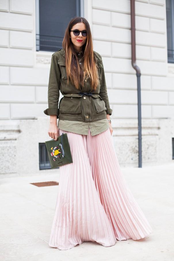 irene colzi fashion blogger gonna rosa plissettata giacca verde militare
