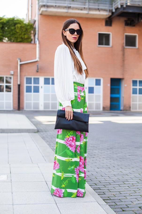 pantaloni con fantasie floreali
