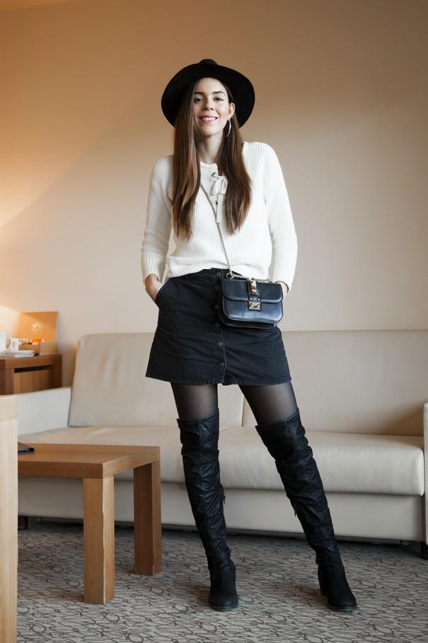 casual outfit con stivali lunghi