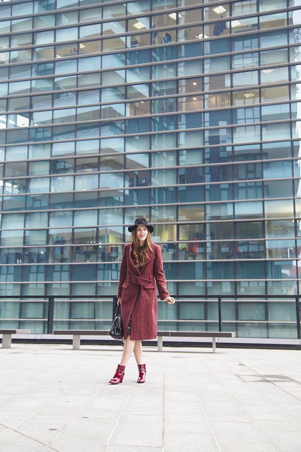 outfit con cappotto colorato look con vestito e cappotto