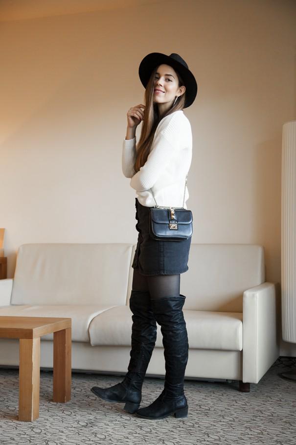 outfit con stivali neri al ginocchio