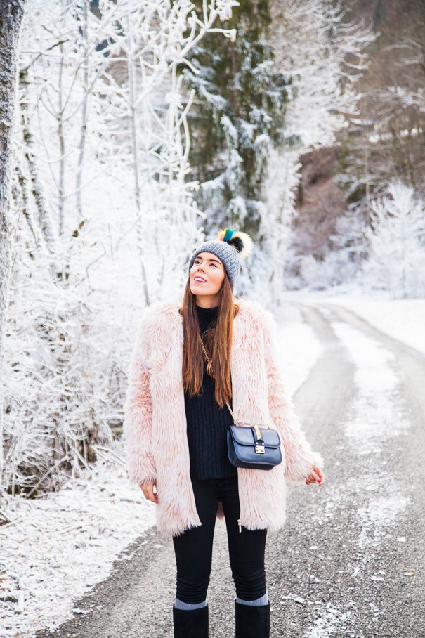 irene colzi , pelliccia rosa , outfit con pelliccia