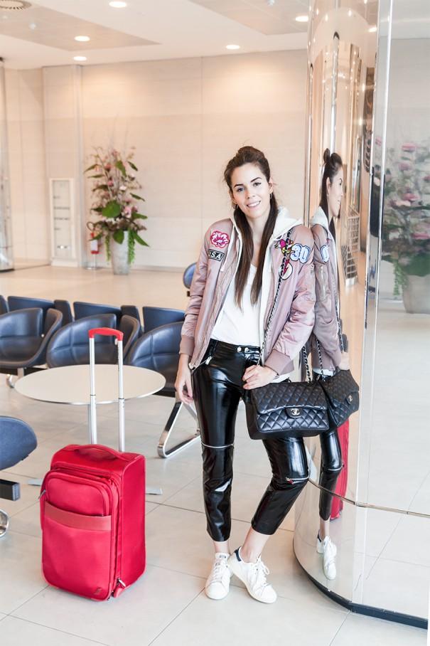 outfit per viaggiare comodi look per viaggiare comode