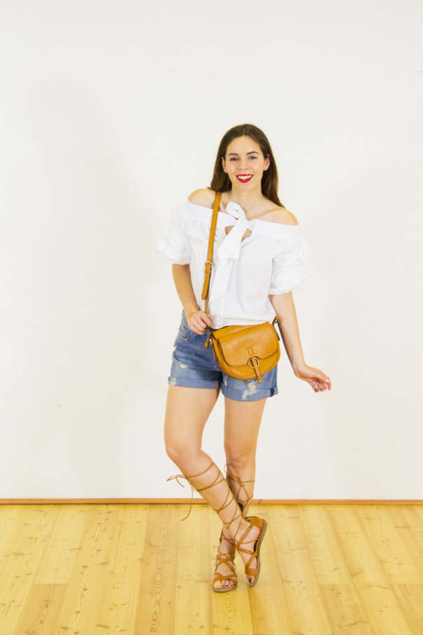 shorts in jeans e top bianco outfit