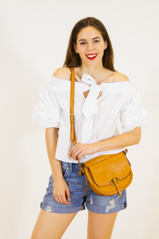 shorts in jeans e top bianco