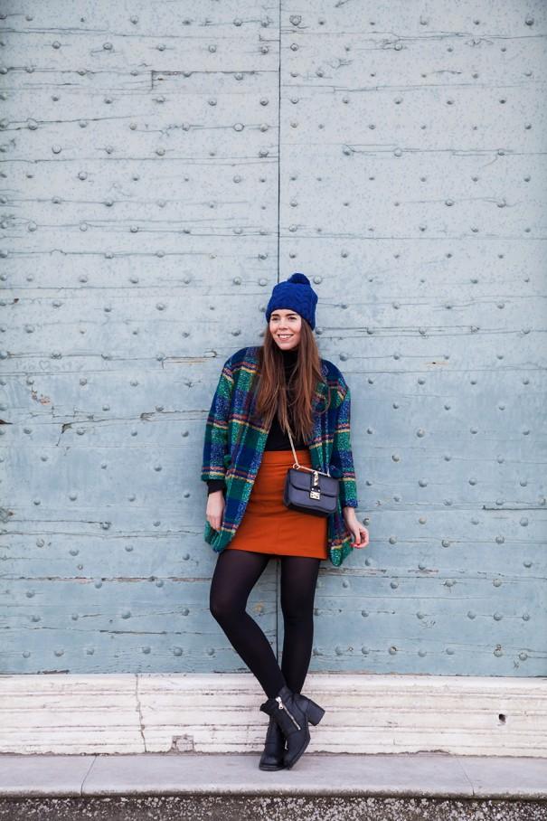 come abbinare il blu e il nero | outfit colorato