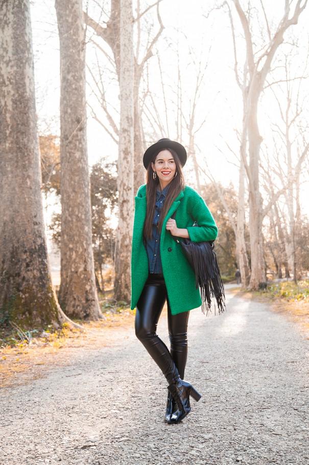casual look da giorno con cappotto verde