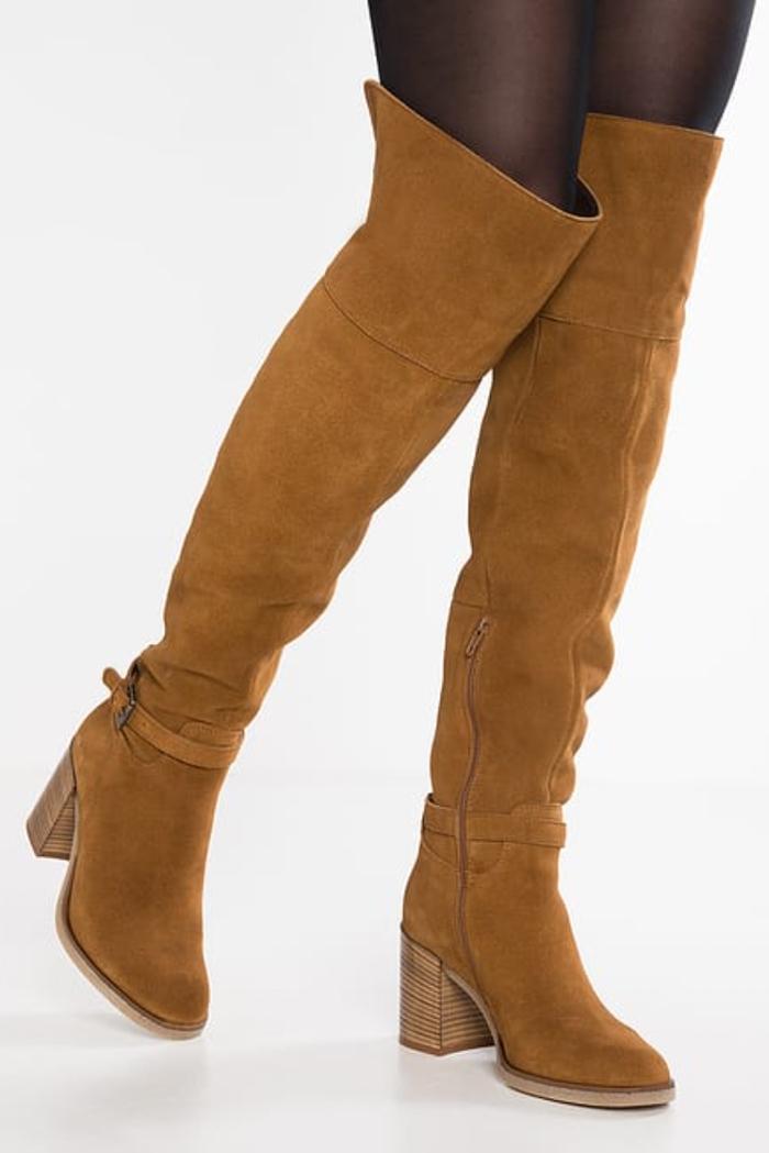 stivali sopra il ginocchio come indossarli