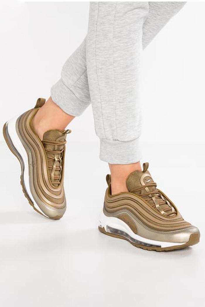 sneakers di moda nike silver